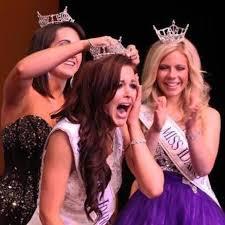 Miss Idaho 2014 sfila con il microinfusore