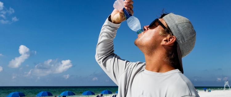 Proteggersi dal caldo: i consigli per le persone più a rischio